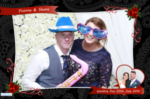 roving photography at wedding
